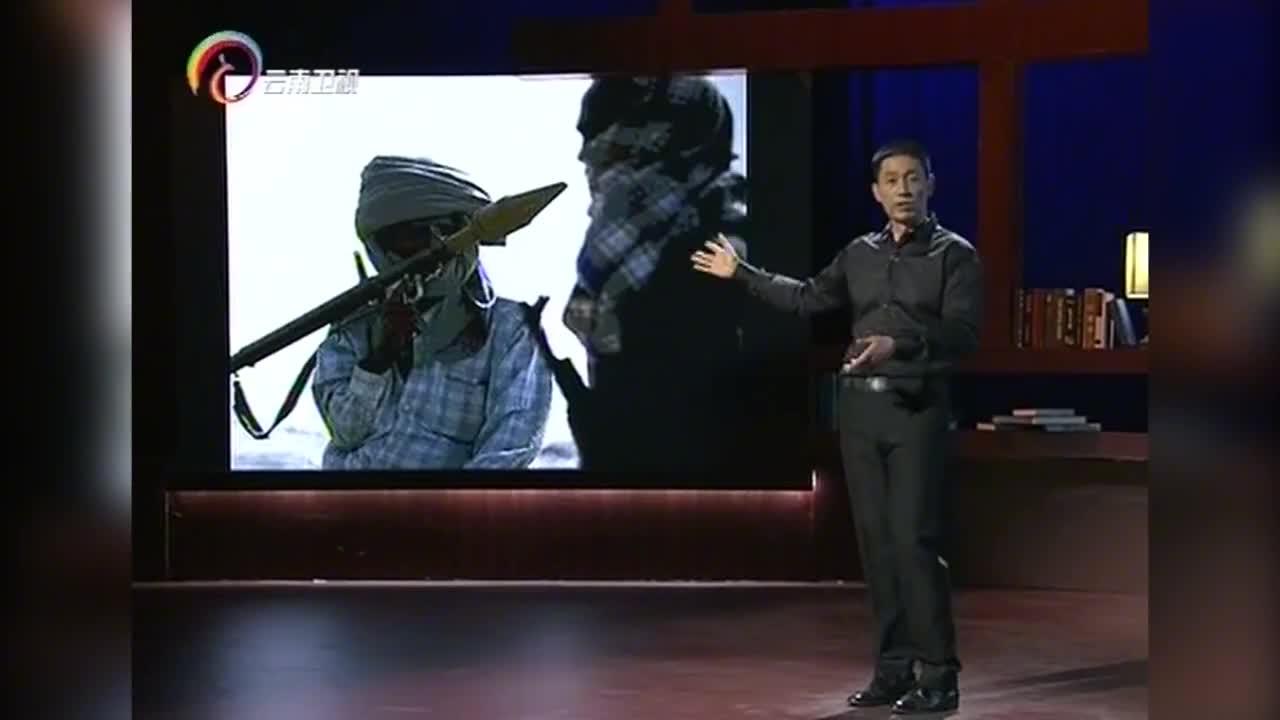 索马里海盗-15岁海盗回家发现父母双亡,竟一把火烧光整个村庄