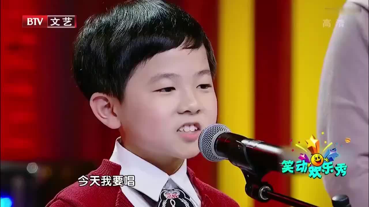 小男孩献唱前门情思大碗茶瞬间俘获了观众的心