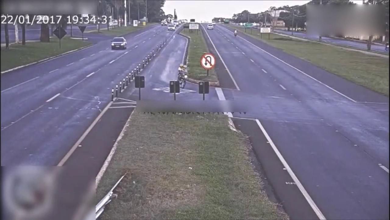 奉劝喜欢骑摩托车的朋友,路上一定减速,注意安全