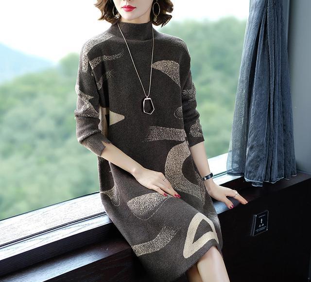 媳妇很会打扮,都40岁了,就学下面穿毛衣裙,气质绝不输80后