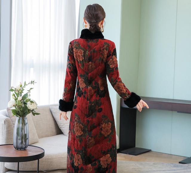 最后说一遍:羽绒服别搭旗袍了,太丑!学广东女人这样穿,美呆