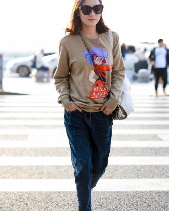 宋佳穿哈伦牛仔裤,如果没有双高帮酸奶鞋,定是五五分身材