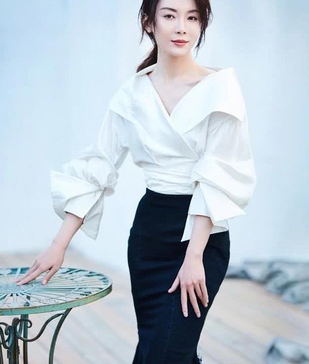 42岁陈数不止旗袍有韵味,私服穿搭时尚感足,美得高级又优雅