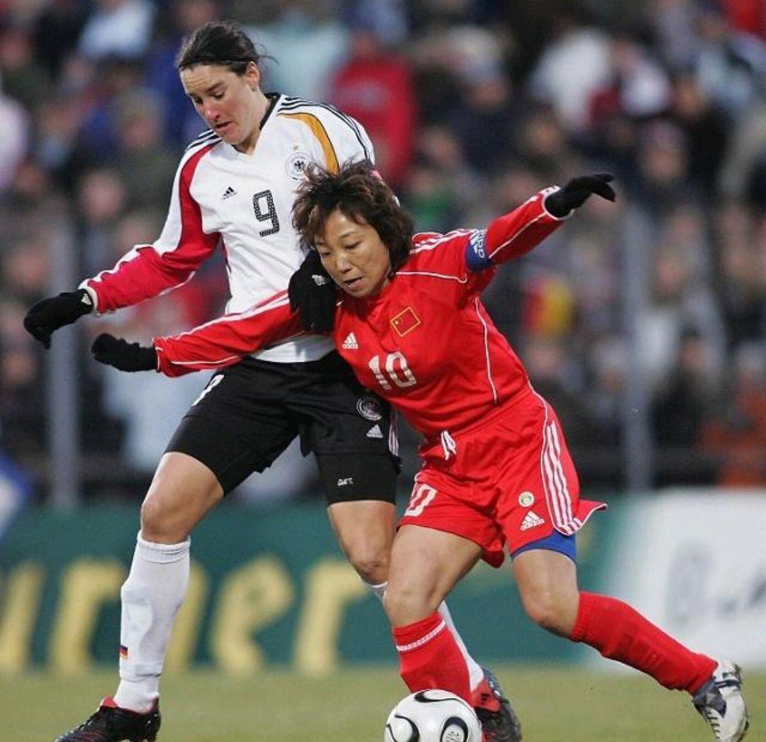 中国女足足球出击赋异禀的前锋,三位亚洲历史双子座无限上天图片