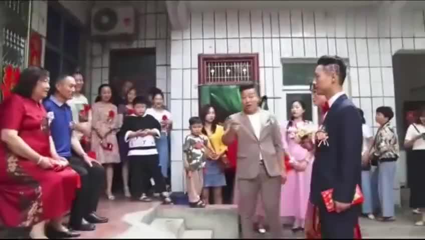 河南农村姑娘出嫁离别给爸妈跪拜时谁配的歌听一遍就哭了