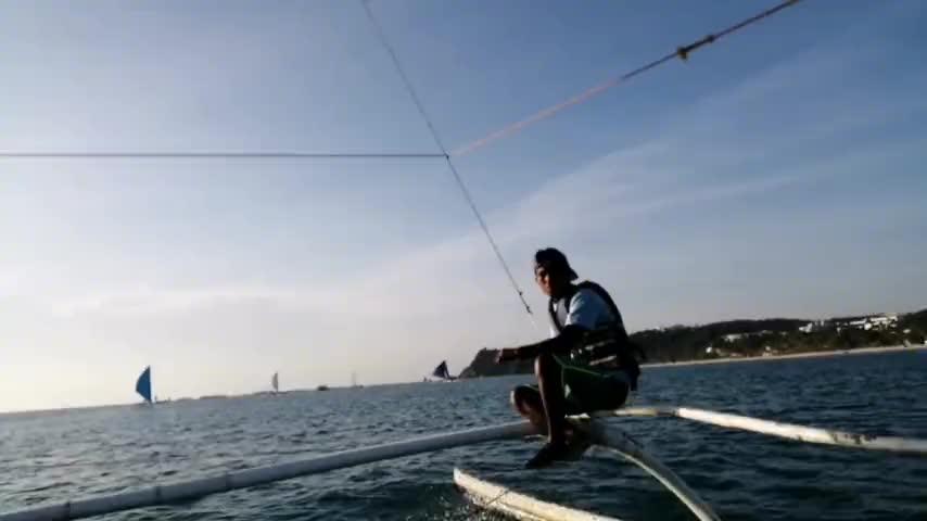 50岁武汉大妈放胆体验长滩岛风帆船坦言太刺激了