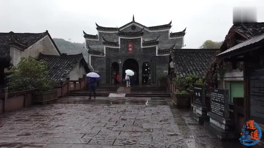 自驾游来到湘西凤凰游览凤凰古城虹桥风雨楼沱江吊脚楼