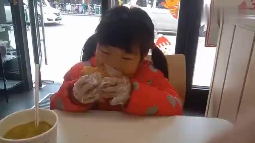 小孩为什么那么爱吃汉堡包和薯条怎么都吃不够