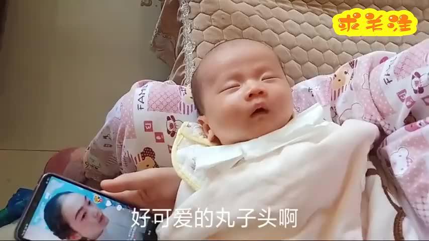 出生37天的小男孩好可爱的丸子头这头好圆呀