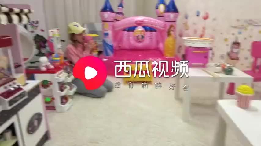 儿童趣味扮演妈妈给小萝莉制作美味棉花糖