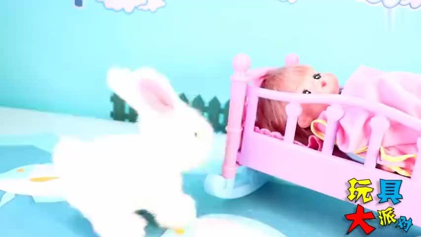 咪露照顾兔子和小狗宠物的儿童故事