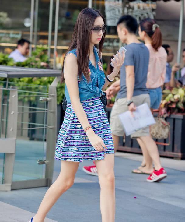 路人街拍:复古清新的夏日穿搭,轻松打造白富美的气质!