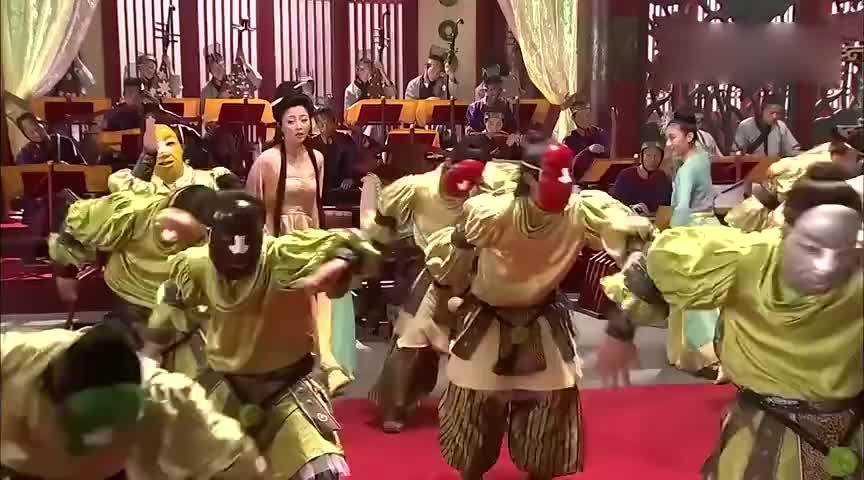 古装唐明皇一把年纪还折腾亲自跳小丑舞献殷勤玉环感动哭了