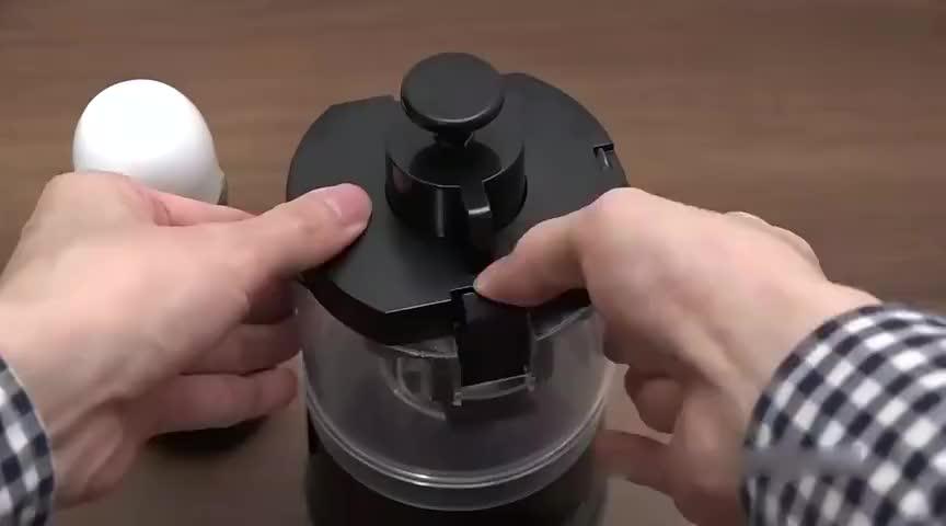 日本人吃鸡蛋壳真有一套神奇的机器搭配奇葩的吃法接受不了