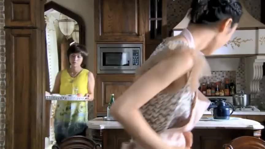 富太嫌弃保姆做的菜难吃当闺女面一个劲说教谁料菜是闺女炒的