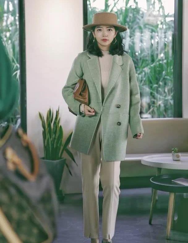 精致女生如何穿衣?三木的这3套穿搭,诠释莫兰迪色的完美!