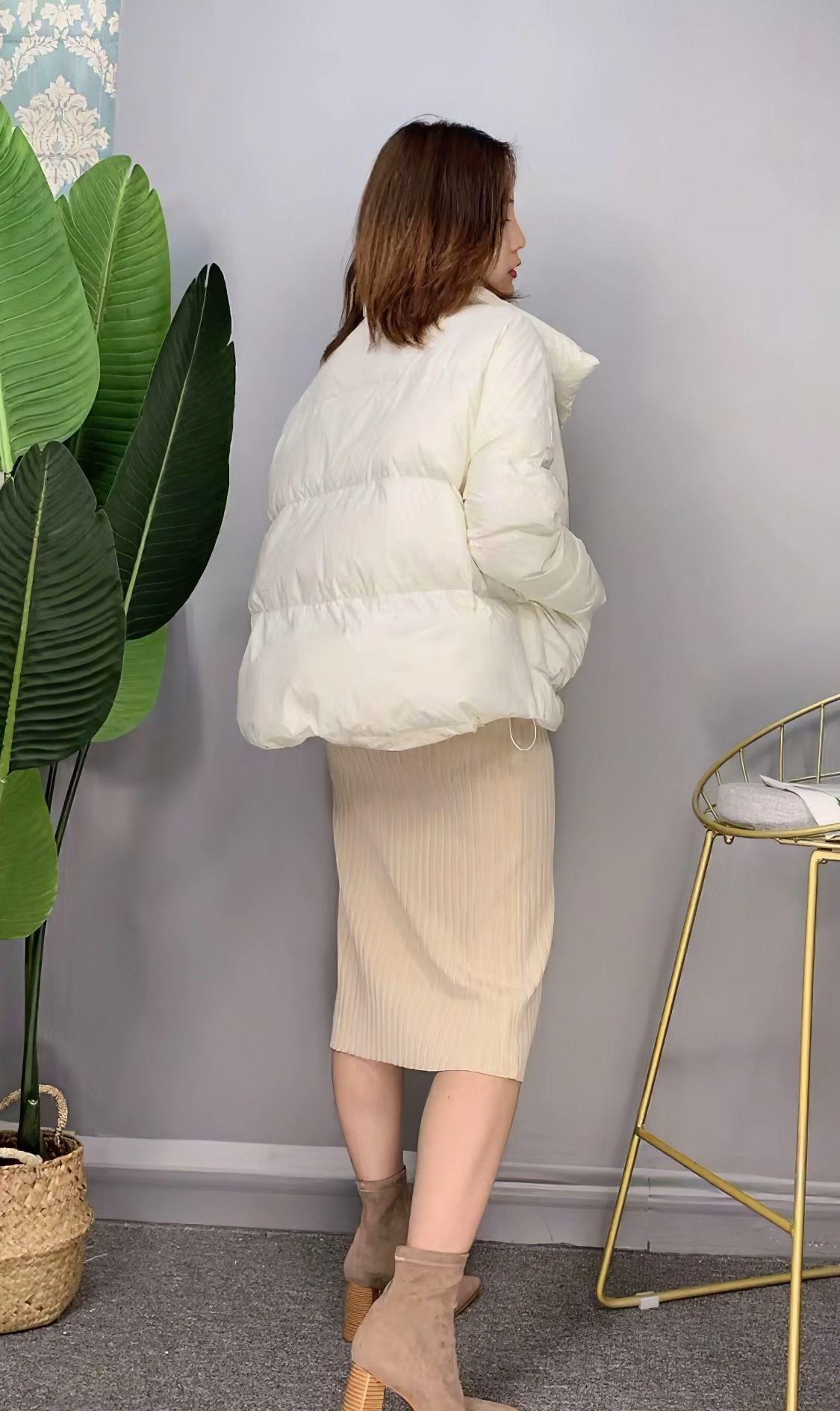 时尚穿搭:冬季羽绒服这么穿,修饰身材不显胖,轻松穿出淑女气质