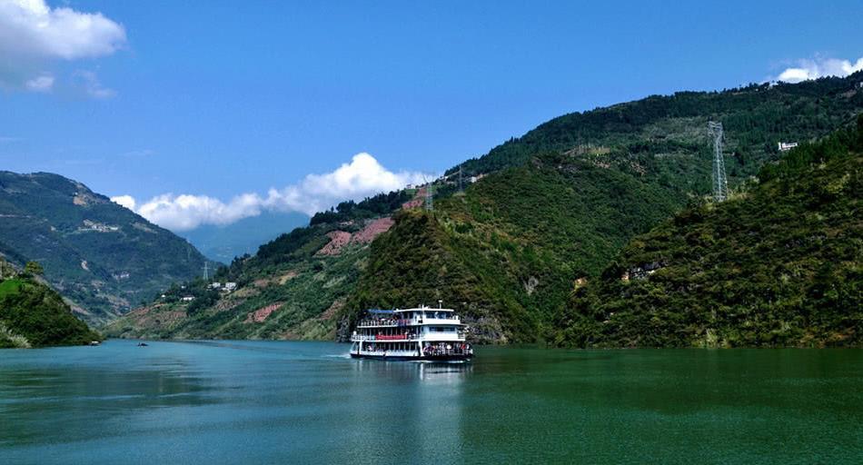 这里是长江三峡中纤夫文化最浓的景区,湖北恩施的一处峡谷
