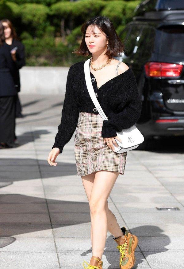 韩国女明星着装精选:李圣经狂秀腿,细得吓人;TWICE定延太会穿