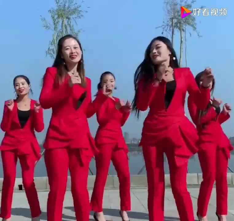 5位漂亮美女齐跳广场舞舞姿优美简单好学一起来跳舞吧