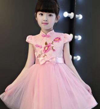 粉色不是小女生的专属美,40岁女人选对款式减龄,60岁女人也优雅
