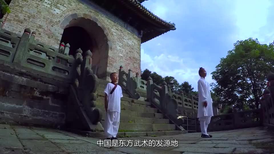 外国小伙挑战中国功夫武当传人三步上墙小伙有点激动