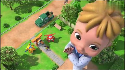 艾丹变成了巨人,把乐迪和多多当成了玩具玩