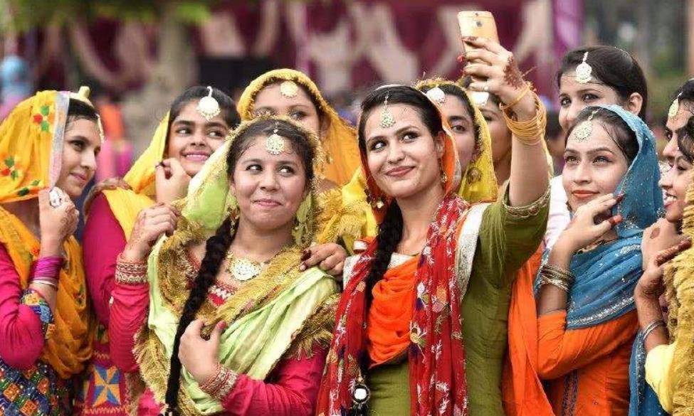 为什么很少中国人愿意娶印度美女做老婆?导游:主要有4点原因