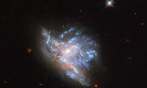 天文望远镜拍到2亿光年外的星系碰撞,银河系也会有同样的命运