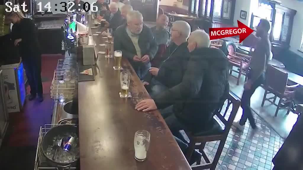 嘴炮嚣张,康纳·麦格雷戈在爱尔兰酒吧痛打一名老头