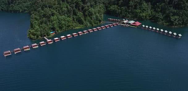 泰国网络爆红—水上胶囊酒店,周边环境堪称一绝