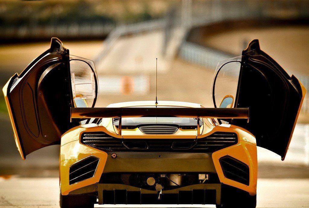 迈凯伦12C车身流线柔和,动力数据亮点,大灯造型犀利