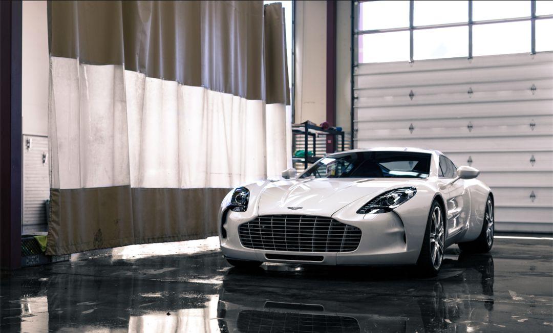 它是阿斯顿马丁最快的跑车,V12自吸+碳纤维车身,全球限量77台