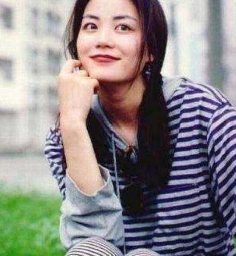 50岁王菲出席近照,被颜值惊艳到,生图零皱纹比张柏芝更有少女感