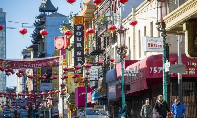 旧金山的唐人街,除了有海外唐人街必不可少的杂货店与餐馆外
