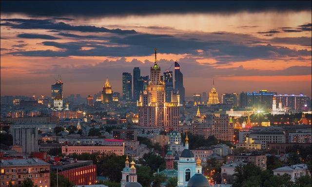 """""""莫斯科郊外的晚上""""是这般美景!俄罗斯摄影师航拍首都夜色"""