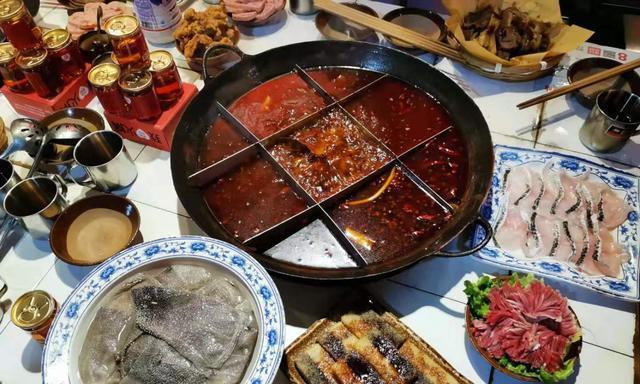 这好吃,我必须连续三天吃一顿饭,重庆人一天可以吃三顿饭,佩服
