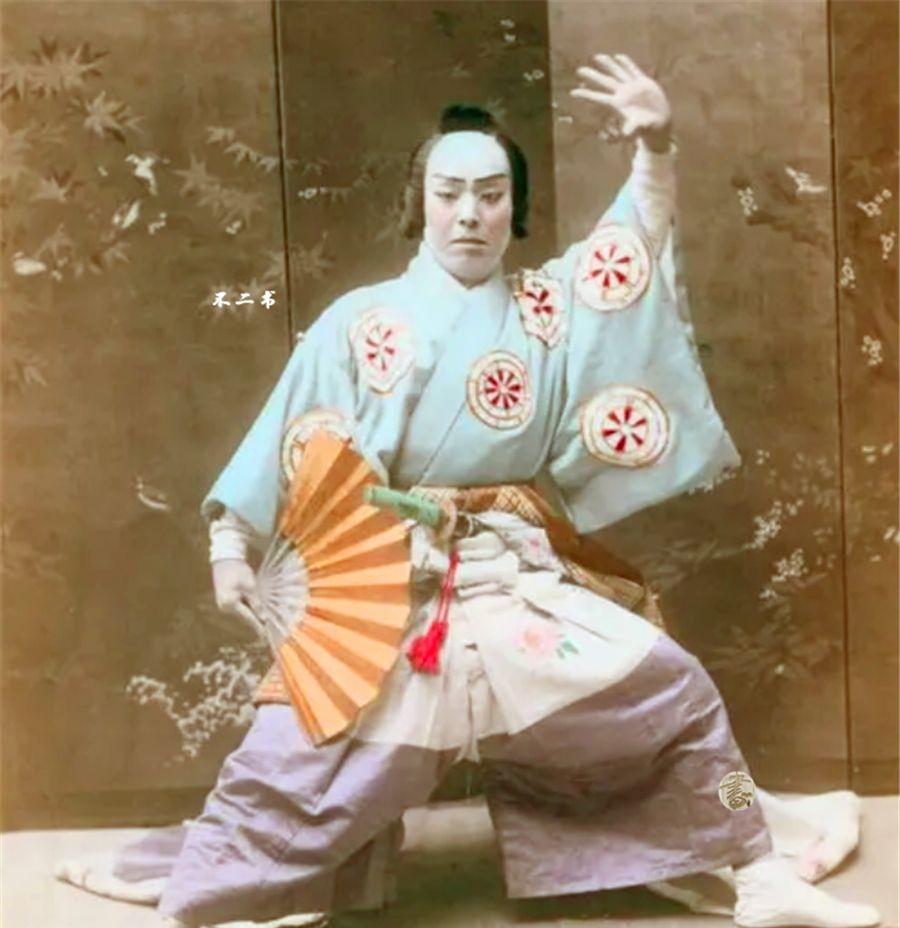 日本明治时代的老照片:强势崛起时的众生相,弹琴跳舞的少女很美