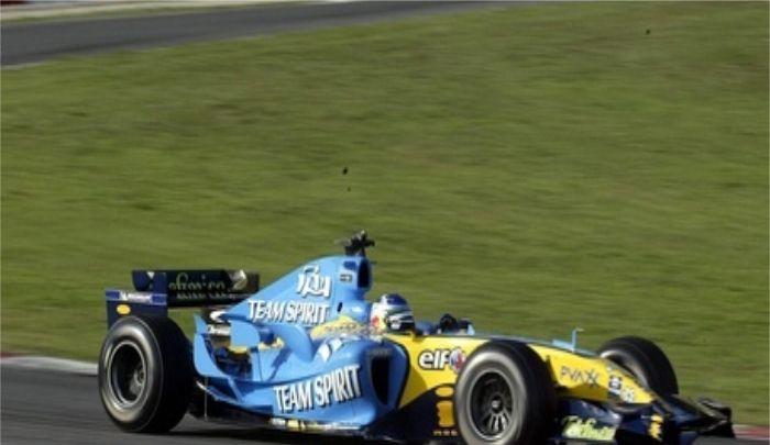 雷诺赛车:来看看赛车图,赛车带来的视觉冲击,很有气势