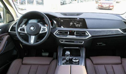 宝马X5,舒适感和品质共存,年轻人都喜欢的座驾