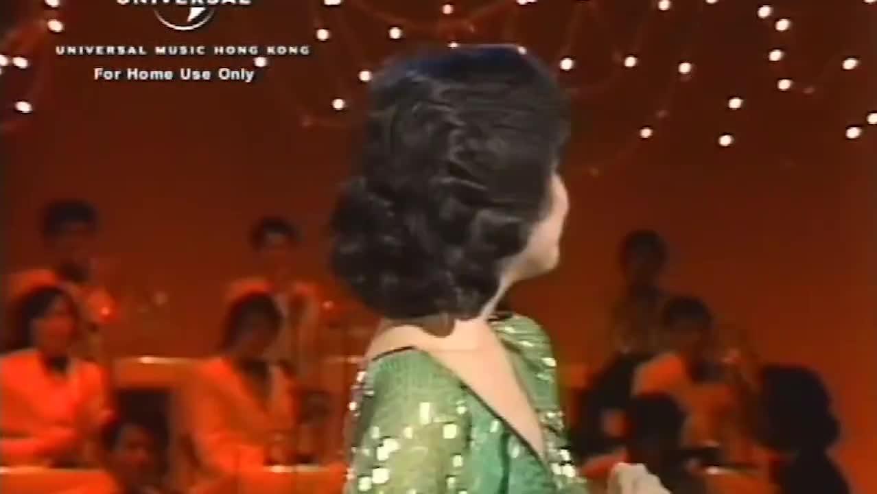 邓丽君演唱《有个女孩等着你》第一句都那么迷人动听好听醉了