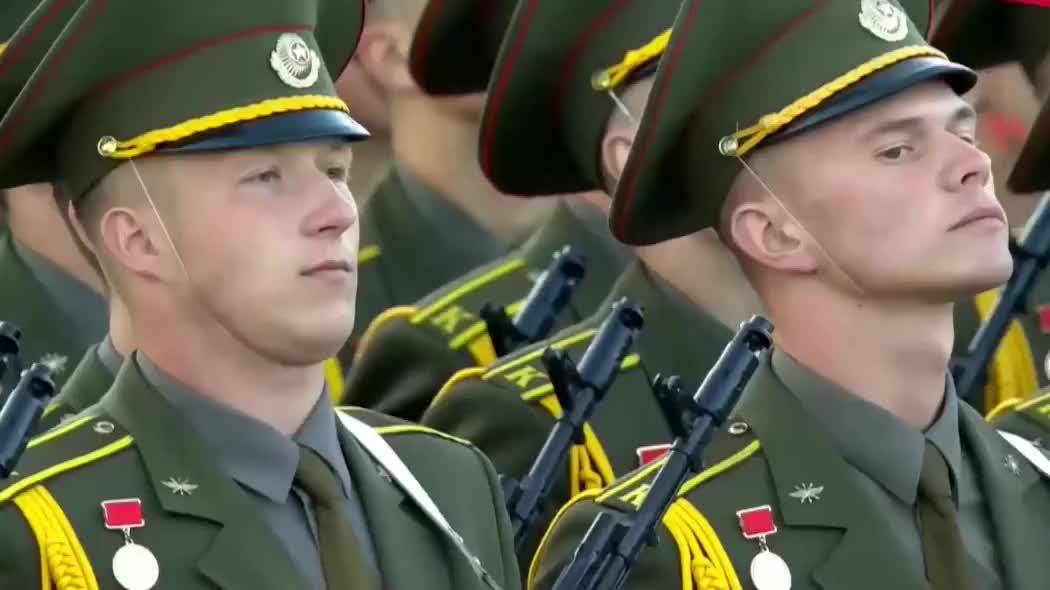 2019白俄罗斯阅兵,徒步方队接受检阅,中国三军仪仗队惊艳亮相!