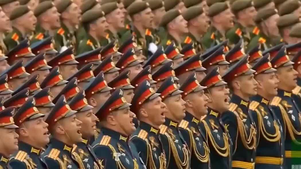 俄罗斯胜利日红场大阅兵,士兵们面带微笑接受检阅!