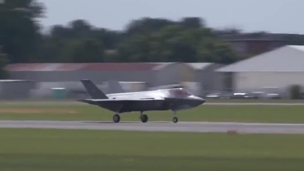 巴黎航展上的F-35A表演高机动,这飞行员得承受多大的过载啊!