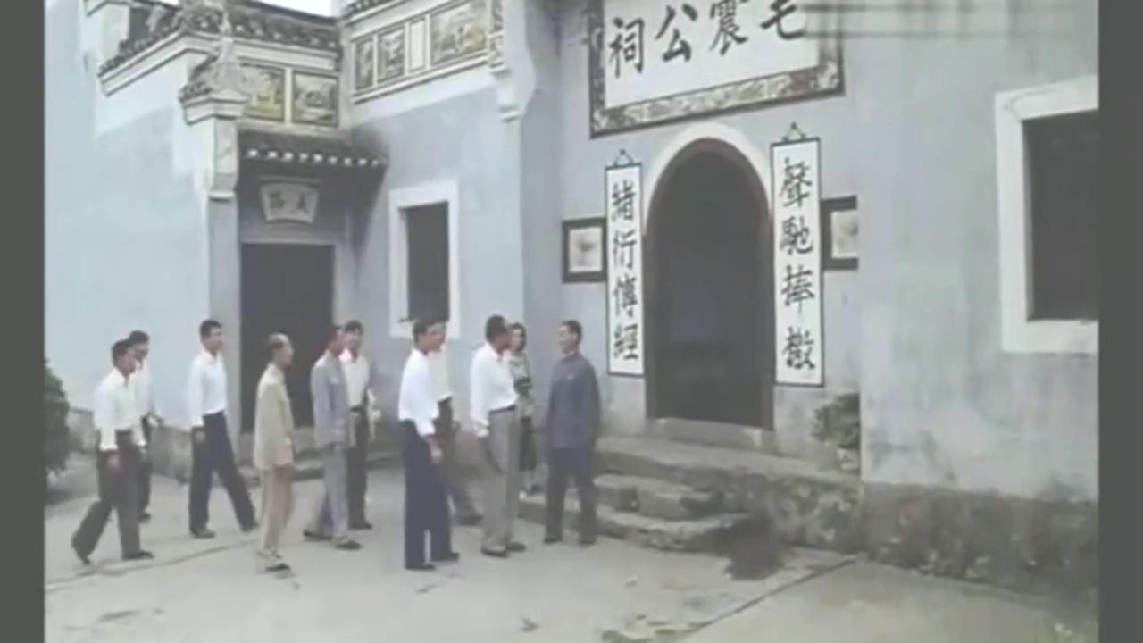 毛主席回韶山,参观毛家祠堂,遇见当年启蒙老师