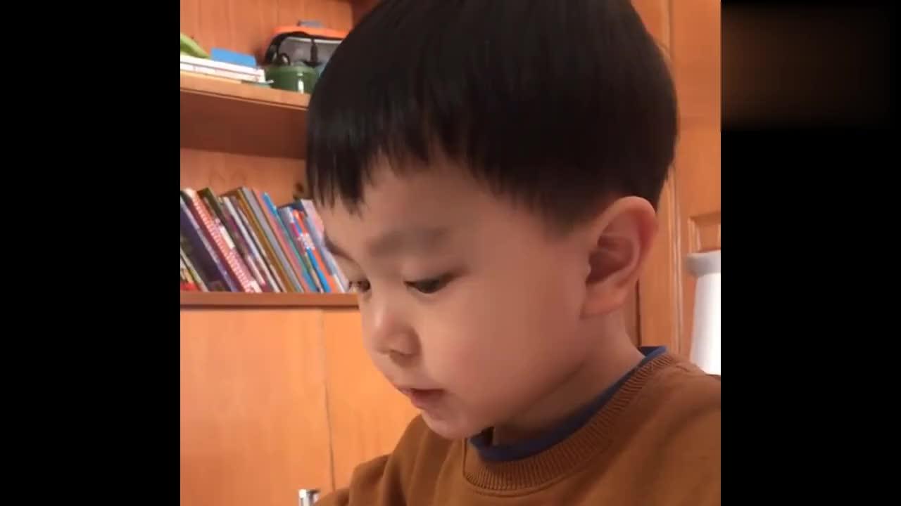 看看王恒屹在家的日常终于知道他为何这么优秀了勤奋读书中