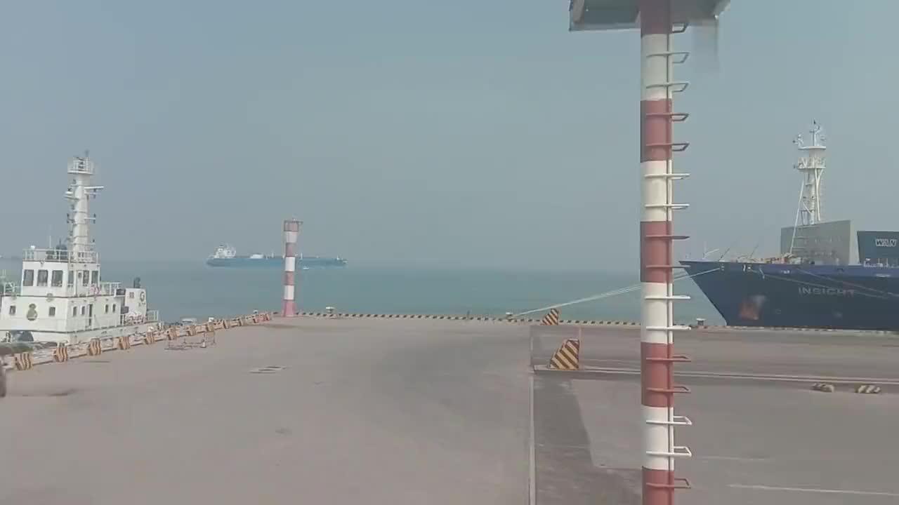 广州南沙海港集装箱码头对面是深圳宝安机场