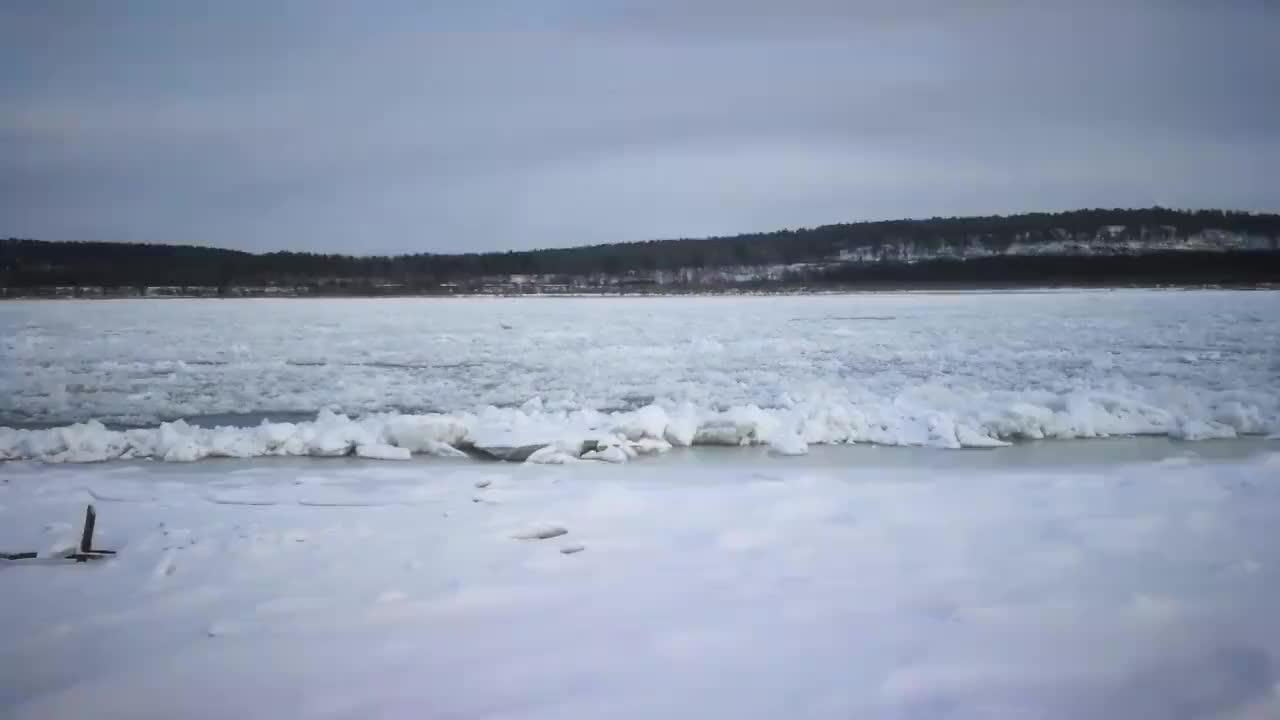 漠河北极村旅行黑龙江畔冬季捕鱼活动