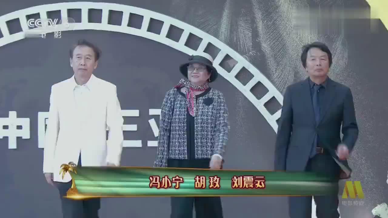 曾执导红河谷紫日的冯小宁亮相海南岛国际电影节红毯