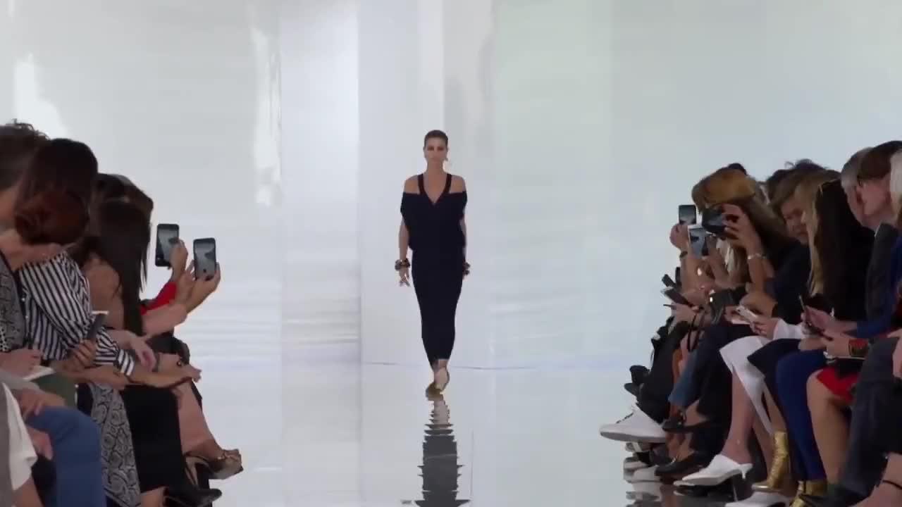 Roberto Cavalli 2018春夏时装秀